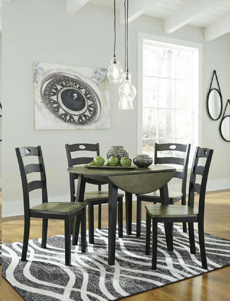 Table w4 Chairs